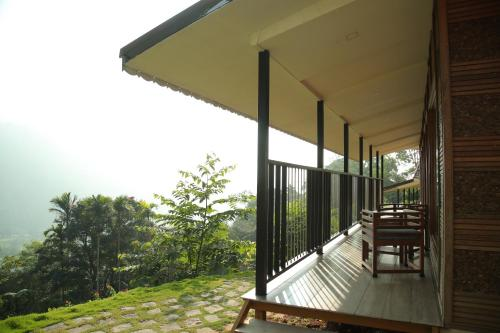 Best Dinner Resorts In Munnar : a la carte to Candle Light Dinners